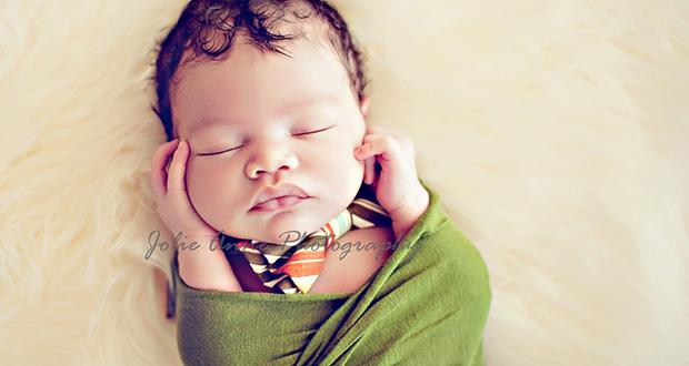 Как снимают умилительные фотографии новорожденных?